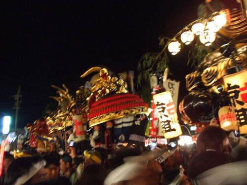 宵ヤマ、神社前に勢ぞろい